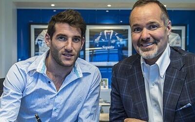 Ignacio Piatti y Joey Saputo, al momento de firmar la extensión d...