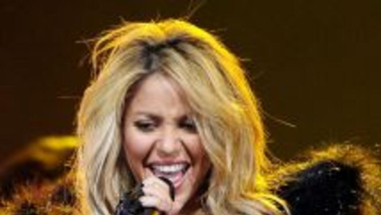 La bella cantante colombiana tiene el honor de interpretar la canción of...