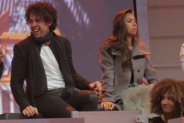 Raúl y Virginia escuchando a sus compañeros.