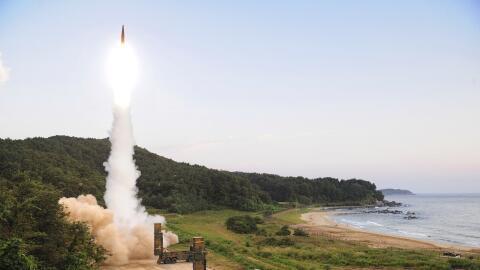 En una imagen de archivo, el lanzamiento de un misil en Corea del Sur co...