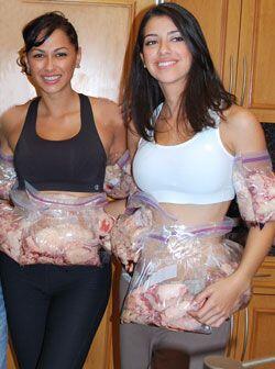 Mónica de León y Vanessa Lotero también tuvieron que cargar con libras d...