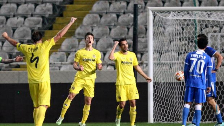 El club español ganó como visitante con la ausencia de los hermanos Dos...