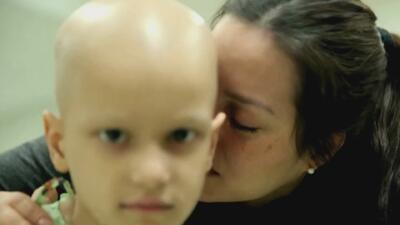 Esta madre hispana tuvo que dejar atrás a toda su familia para salvar la vida de su hijo, enfermo de cáncer