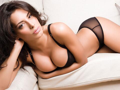 Rafaella es una bella modelo italiana que jugó basquetbol por 13...