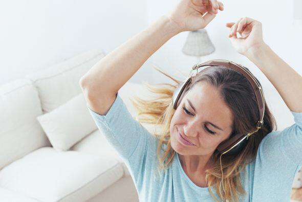 Bailar. Practicar el baile y canto puede hacerte quemar 205 calorías cad...