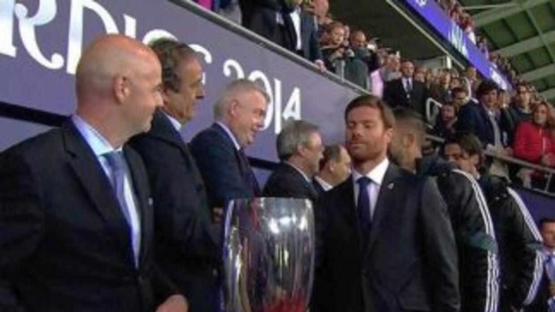 Xabi Alonso fue suspendido por saltar al campo luego de que el Real Madr...