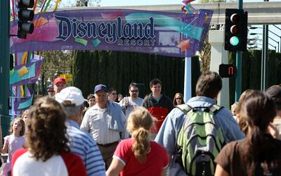 Los precios de las entradas a los parques de Disneyland se incrementaron...