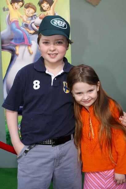 Abigail con su hermano, el también actor Spencer Breslin, en una present...