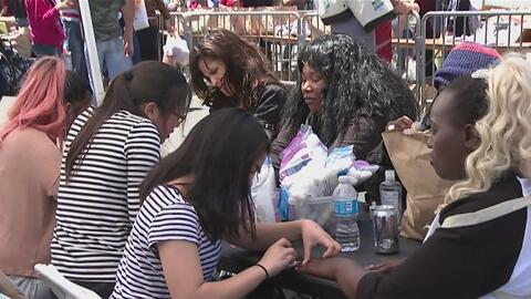 Cientos de familias de escasos recursos celebraron el Día de las Madres...