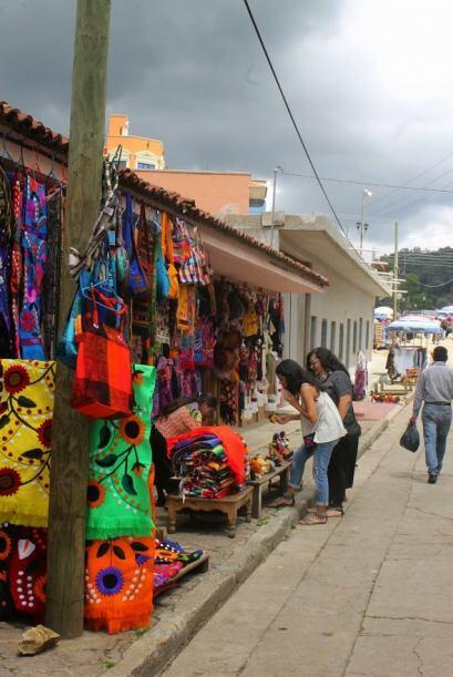 Ahora nos pasamos a San Juan Chamula, localidad habitada por un gran núm...