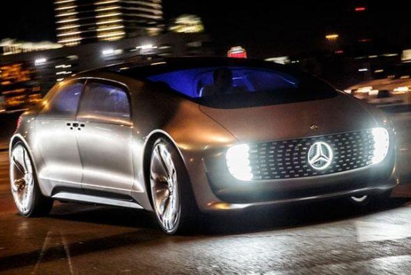 Mercedes-Benz F 015 Luxury in Motion Concept: Es el primer vehículo 100%...