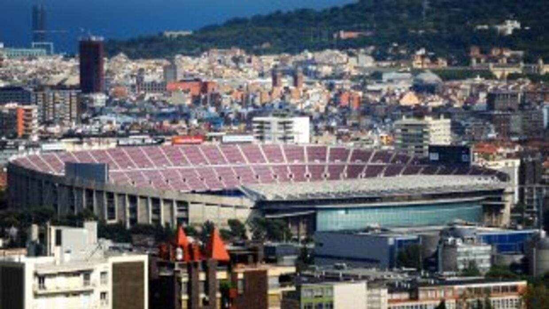 Vista aérea del Campo Nou, estadio del Barcelona. El club analiza si con...