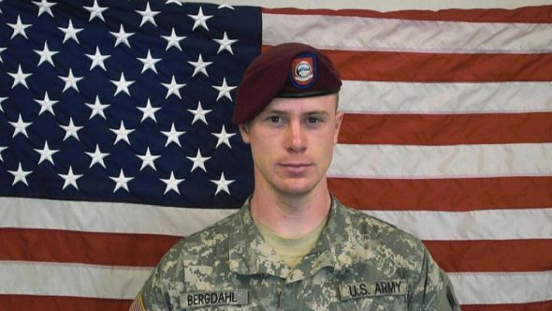 El sargento Bowe Bergdahl enfrenta una acusación por deserción, y contra...
