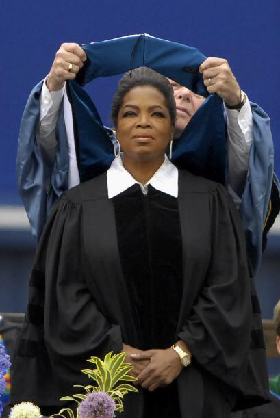 Winfrey recibió un doctorado honorario en letras por parte de la Univers...