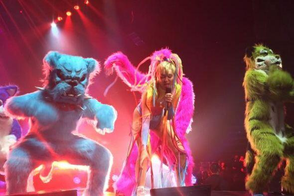 """""""Miley Cyrus bailando con animales""""-@josedueno_ent"""