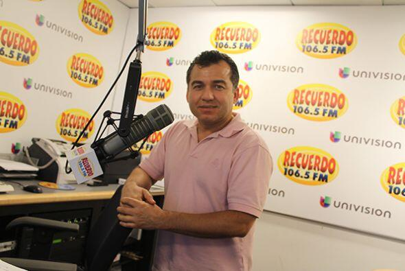 Los locutores de Univision Radio Houston se visten de color rosa para co...