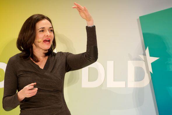 4. SHERYL SANDBERG. La directora de operaciones de Facebook aseguró a Fo...
