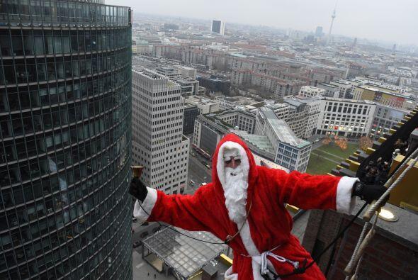 Nos queda claro que a Santa le gusta andar por las nubes, en Berlín subi...