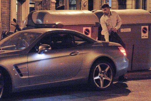 Al final, Piqué guardó unas cosas en el maletero.