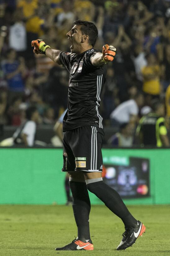 Tigres golea a Chivas y los baja de la nube. 20170411_3000.jpg
