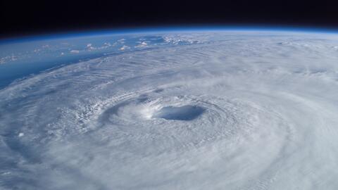 El ojo del huracán Isabel visto desde la Estación Espacial...