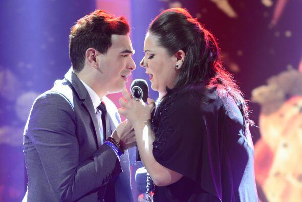 """Yazaira López y Víctor Robles cantaron """"Sin miedo a n..."""