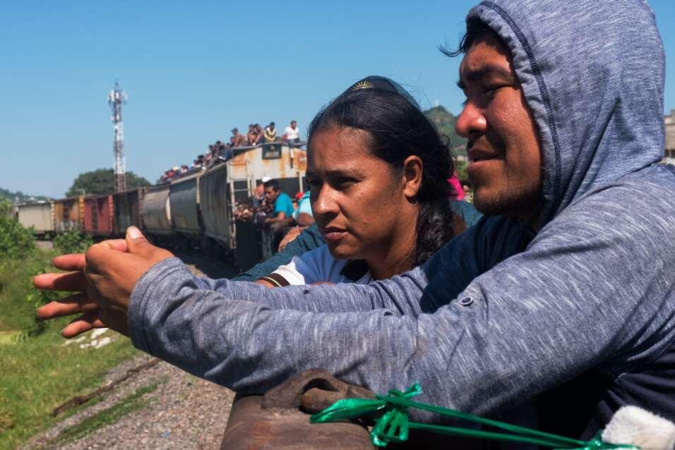 Celenia y Joel se conocieron en su travesía por México. An...