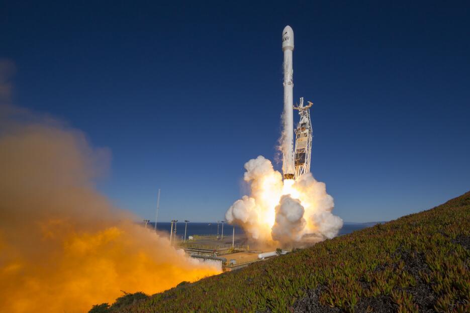 El lanzamiento del Falcon 9 es parte de la misión Iridium-1.
