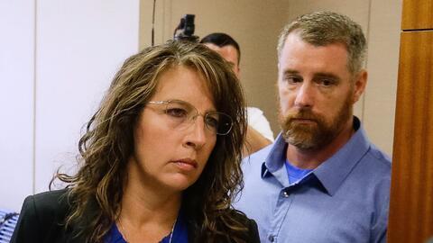 La agente del sheriff del condado de Harris, Chauna Thompson y su esposo...