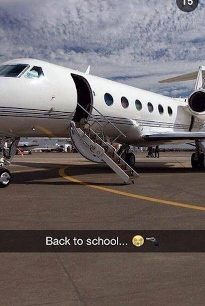 Nos vamos a la escuela en un jet