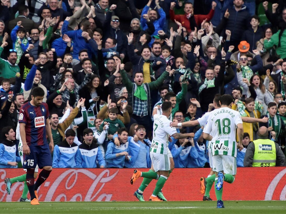 Andrés Guardado: jugando los 90 minutos del triunfo ante Eibar por 2-0,...