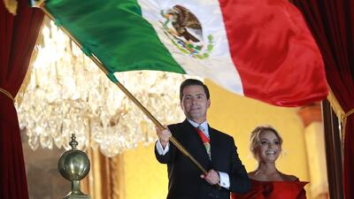 Enrique Peña Nieto encabeza por última vez los festejos por el Grito de Independencia de México