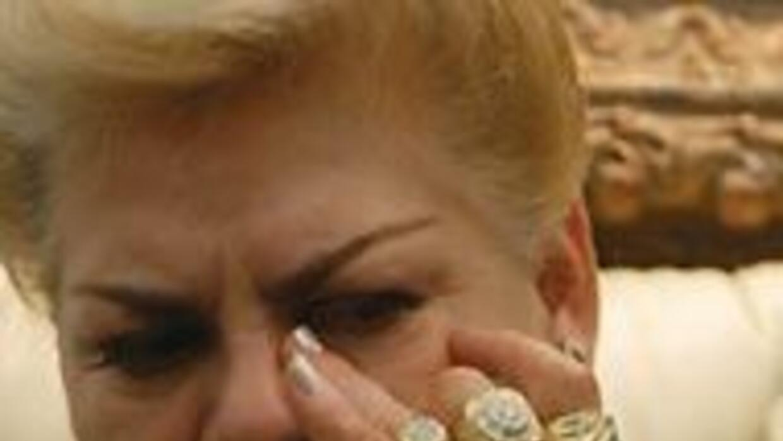 Paquita la del Barrio llora inconsolable la muerte de su marido infiel,...