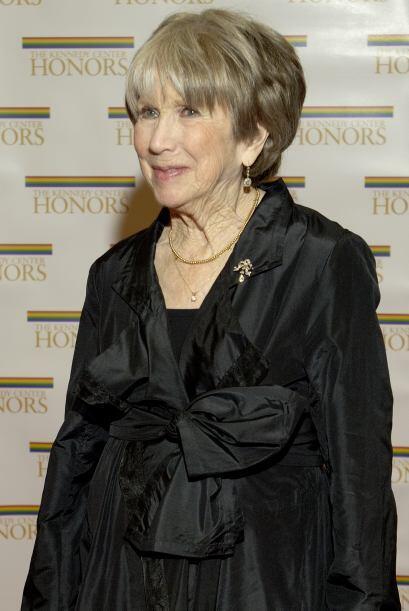 La actriz Julie Harris, una figura prominente en el teatro estadounidens...