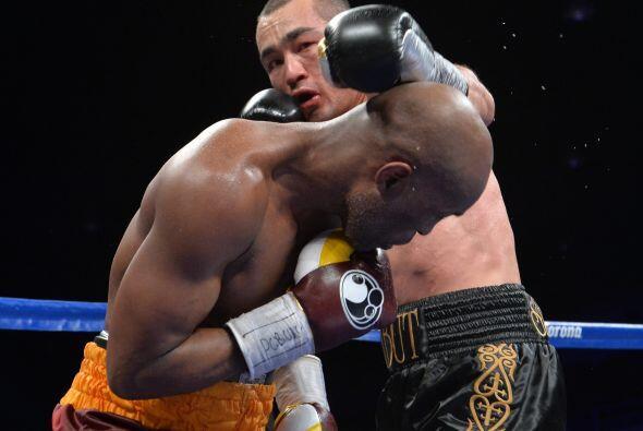 Fue muy poco lo que mostró Shumenov a lo largo de la pelea.