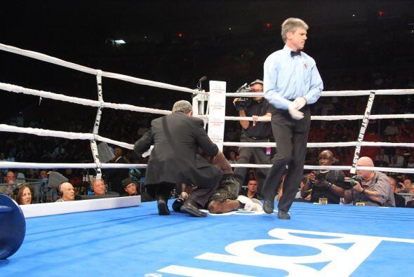 Así se acabó el combate para Michael Walker.
