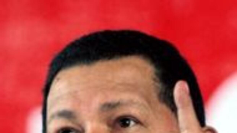 El presidente venezolano Hugo Chávez anunció que asumirá acciones de Glo...