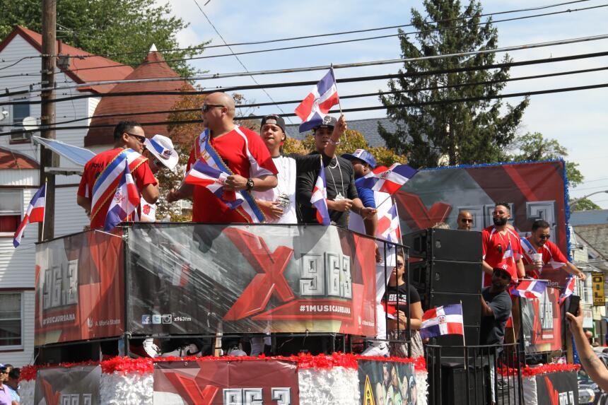 Celebra La X en el Desfile Dominicano en NJ IMG_1854.JPG