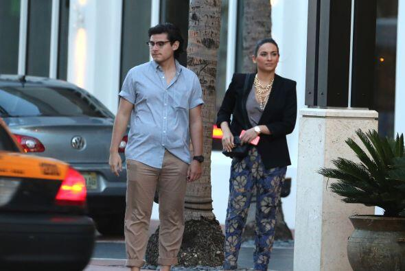 La actriz mexicana fue ignorada por los taxis en Miami. Mira aquí los vi...