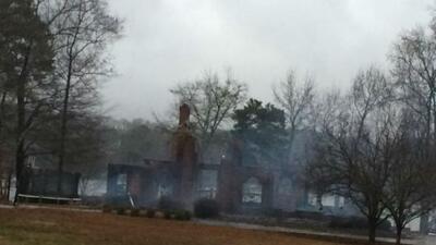 La casa de Rolando McClain quedó en ruinas (Foto: Twitter).