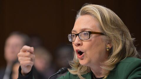 Clinton testifica ante un comité del Senado por ataques en Bengas...