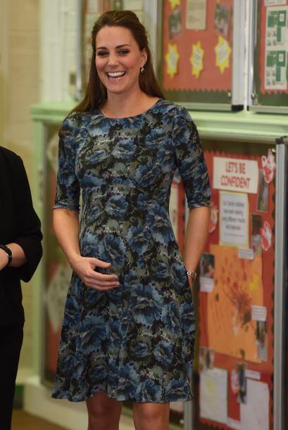 Kate sostenía con orgullo su vientre.