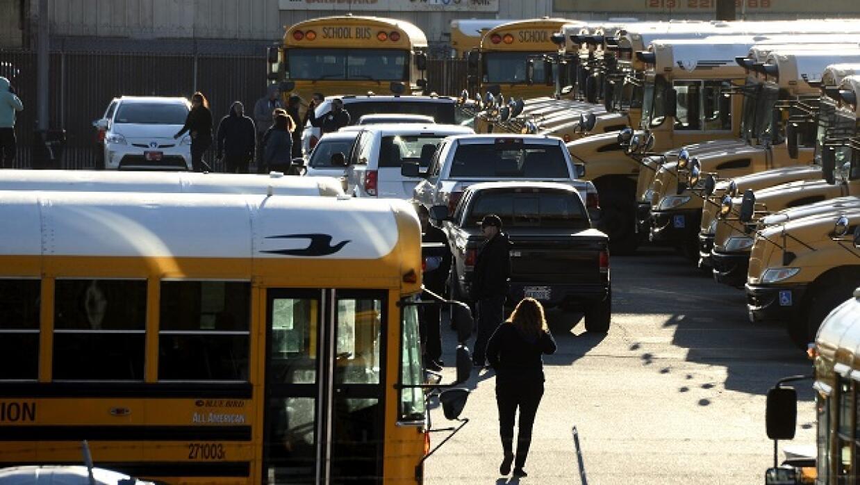 Autobuses escolares parados por amenaza de bomba en Los Ángeles