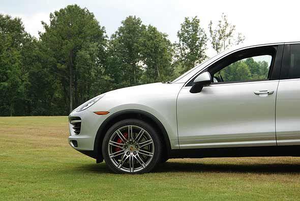 La Cayenne se ofrece en tres versiones con motor de gasolina, una híbrid...
