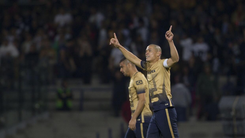 Darío Verón festeja su gol ante Emelec.