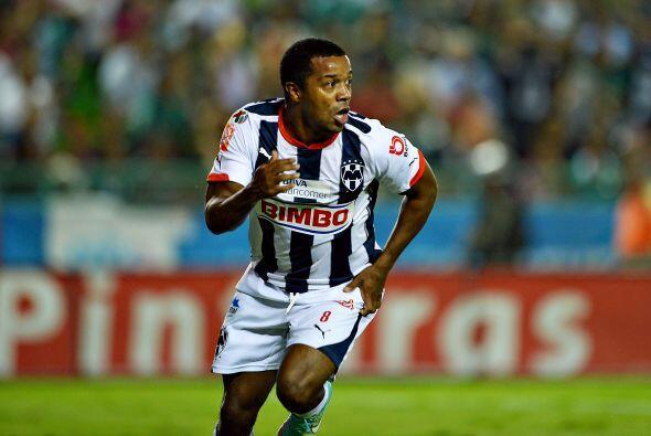 En tanto Pabón, delantero de los Rayados de Monterrey se ha mantenido co...