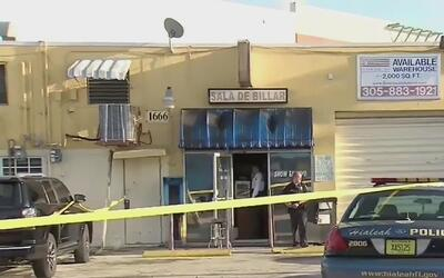 Buscan al sospechoso de balear a un hombre en un café de Hialeah