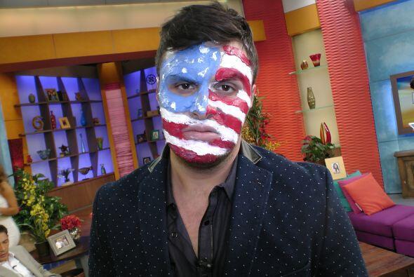 Paul es un amante de la pintura y hasta ha decorado su rostro con la ban...