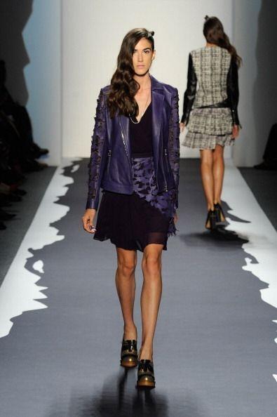 ¡Nada más 'trendy' que una chaqueta de piel en color lila! Jamás encontr...