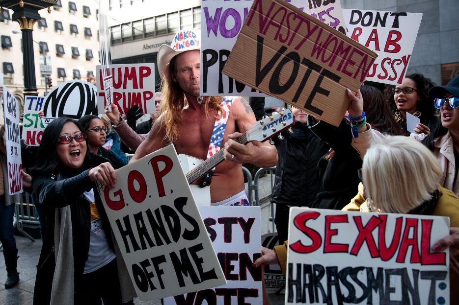 Con sus pancartas, las seguidoras de Hillary Clinton casi taparon al Vaq...
